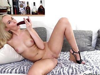 Jenny Simmons In Hot Mama - Anilos