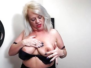 Big Booty And Big Jugged Brit Mommy Goes Wild