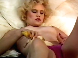 Non-traditional Housewife Fucking Her Insatiable Muff With Banana