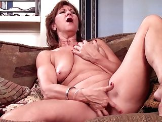 Matures Mom Brook Playing With Her Bald Poon